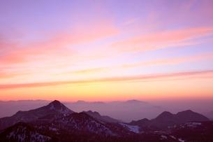 横手山より望む夕焼け空の写真素材 [FYI02100005]