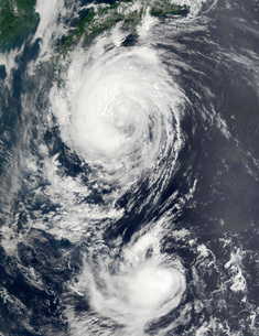 Two Typhoon systems approaching the Far East.の写真素材 [FYI02100025]