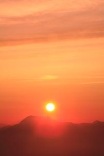 横手山より望む夕日の写真素材 [FYI02100075]