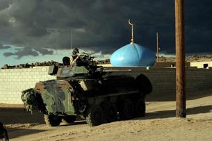 Light armored vehicle commander mans the M240G machine gun.の写真素材 [FYI02100079]