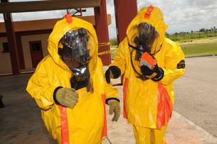 Firefighters dressed in hazmat suits.の写真素材 [FYI02100088]