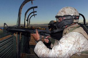 Rifleman keeps alert as he approaches the Military Operationの写真素材 [FYI02100100]