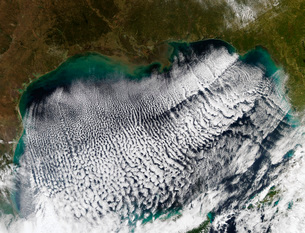 Cloud streets in the Gulf of Mexico.の写真素材 [FYI02100121]