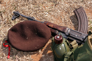 A rifle, military cover and canteen of a Mozambican soldier.の写真素材 [FYI02100221]