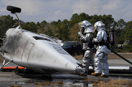 Firefighters respond to the scene of a simulated plane crashの写真素材 [FYI02100237]