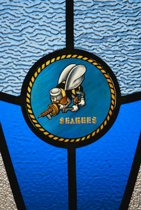 A single Seabee logo built into a stained-glass window.の写真素材 [FYI02100253]