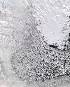 Cloud Streets in the Labrador Sea.の写真素材 [FYI02100298]