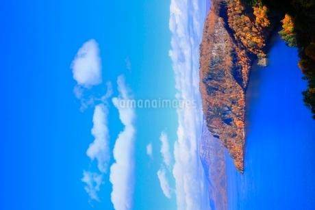 十和田湖の紅葉の写真素材 [FYI02100361]