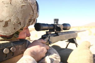A soldier aims in with his M40A3 Scout Sniper Rifle.の写真素材 [FYI02100362]