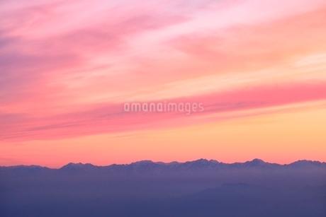 横手山より望む夕焼け空の写真素材 [FYI02100374]