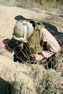 U.S. Marine jumps down a hole to search for a weapons cache.の写真素材 [FYI02100422]