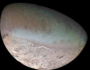 Triton, the largest moon of planet Neptune.の写真素材 [FYI02100427]
