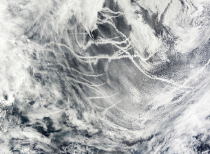 Ship tracks in the Pacific Ocean.の写真素材 [FYI02100510]