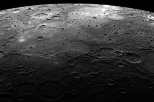 Large craters on the planet Mercury.の写真素材 [FYI02100627]
