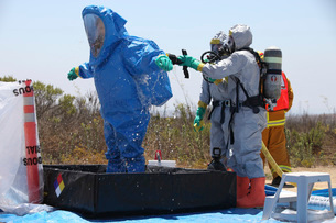 An airman stands in a tub of cleaning solution during a decoの写真素材 [FYI02100635]