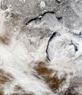 Cloud streets over Lake Superior and Lake Michigan.の写真素材 [FYI02100652]