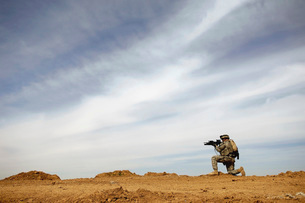 U.S. Army Sergeant provides security during a patrol in Iraqの写真素材 [FYI02100701]