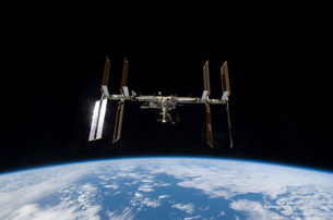 International Space Station backdropped by Earth's horizon.の写真素材 [FYI02100709]
