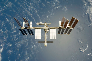 International Space Station backdropped against Earth.の写真素材 [FYI02100796]