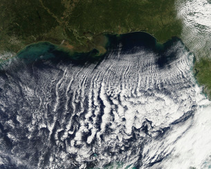 Cloud streets are visible stretching out into the Gulf of Meの写真素材 [FYI02100852]