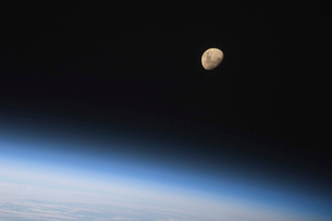A gibbous moon visible above Earth's atmosphere.の写真素材 [FYI02100868]
