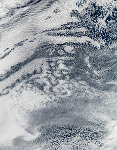 A network of clouds over the Pacific Ocean off the coast ofの写真素材 [FYI02100912]