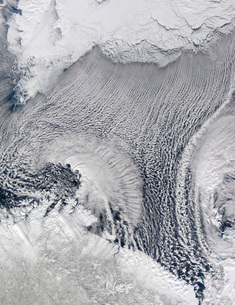 Unusual cloud formations over the Barents Sea.の写真素材 [FYI02100945]