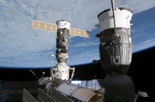 Russian Soyuz and Progress spacecrafts docked to the Internaの写真素材 [FYI02100950]