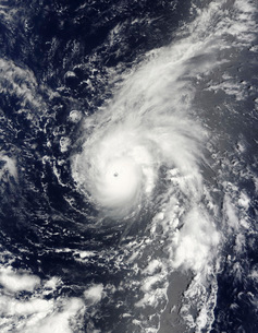 Typhoon Vamco in the Pacific Oceanの写真素材 [FYI02100990]