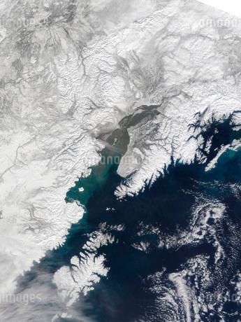 Ash plume from Mount Redoubt, Alaskaの写真素材 [FYI02101050]