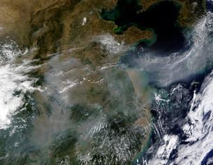 Haze across the North China Plain.の写真素材 [FYI02101122]