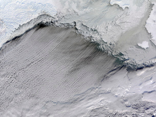 Sea ice and cloud streets in the Bering Sea.の写真素材 [FYI02101188]
