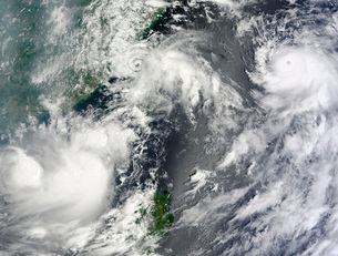 Three strong storms churn in the Pacific Ocean Basin off theの写真素材 [FYI02101292]