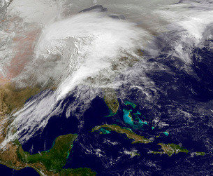 Satellite view of a massive winter storm over the United Staの写真素材 [FYI02101400]