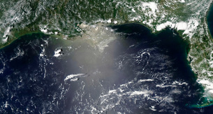 Satellite view of oil leaking from the damaged Deepwater Horの写真素材 [FYI02101694]