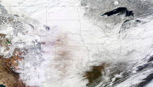 Satellite view of a massive winter storm over the United Staの写真素材 [FYI02101787]
