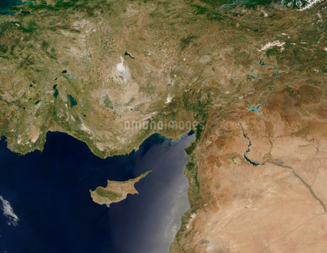 Satellite view of Turkey and the island of Cyprus.の写真素材 [FYI02101903]