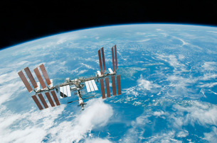 The International Space Station backdropped by Earth's horizの写真素材 [FYI02102503]