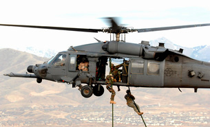 Soldiers are lifted on board an HH-60 Pave Hawk.の写真素材 [FYI02102565]