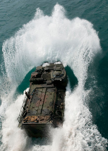 U.S. Marines drive an assault amphibious vehicle in the Paciの写真素材 [FYI02102582]