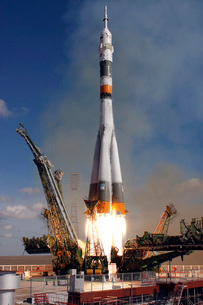 The Soyuz TMA-13 spacecraft launches from the Baikonur Cosmoの写真素材 [FYI02102593]