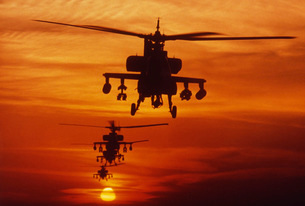 Four AH-64 Apache anti-armor helicopters fly in formation atの写真素材 [FYI02102720]