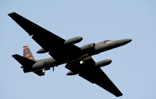 A U-2 Dragon Lady takes off from Osan Air Base, South Korea.の写真素材 [FYI02102729]