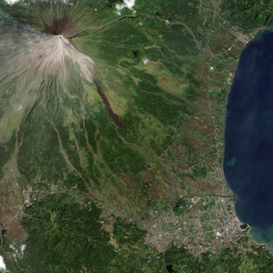 Natural-color image of the Mayon Volcano in the Philippines.の写真素材 [FYI02102746]