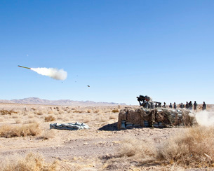 A soldier fires the FIM-92 Stinger missile.の写真素材 [FYI02102747]
