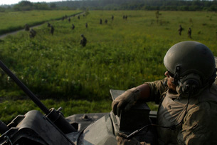 A Marine looks on from the turret of an M1A1 Main Battle Tanの写真素材 [FYI02102872]