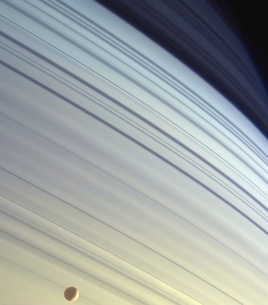 Mimas drifts along in its orbit against the azure backdrop oの写真素材 [FYI02102917]