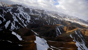 Aerial view over mountains in Afghanistan.の写真素材 [FYI02103008]