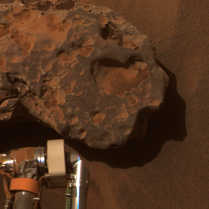 Close-up view of the Mars meteorite known as OilelAn Ruaidの写真素材 [FYI02103064]