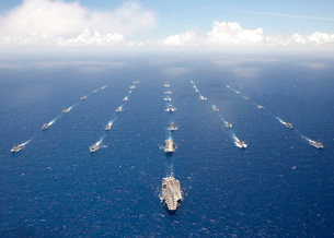 Ships and submarines participating in the Rim of the Pacificの写真素材 [FYI02103133]